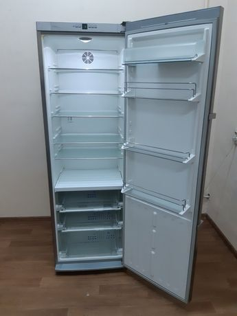 Однокамерний холодильник Liebherr KBes 4250 Premium BioFresh.