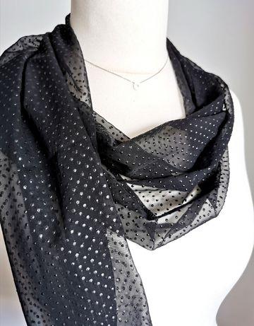 Elegancki czarny szal