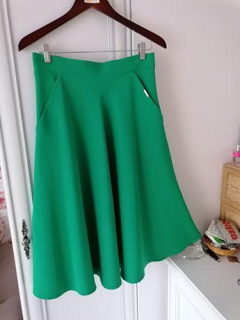 Zielona spodnica. Nówa