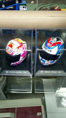 Lote de miniaturas de capacetes de colecção