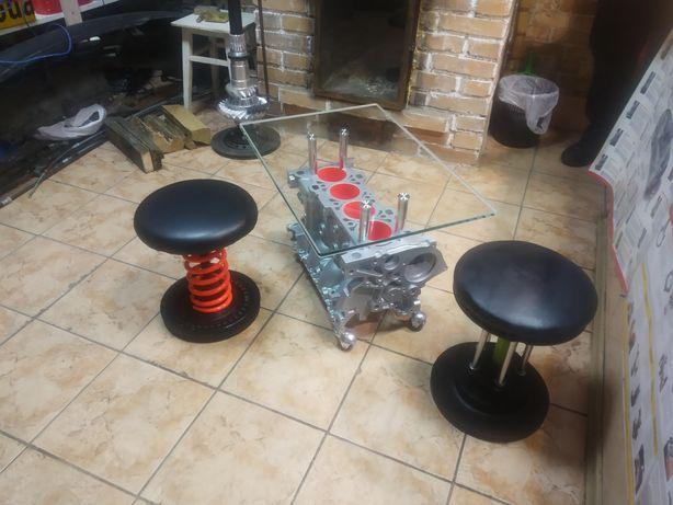 Стеклянный стол и стулья