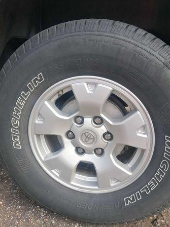 Продам всесезонные шины Michelin 265/70 R16 резина американская. 3 шт.