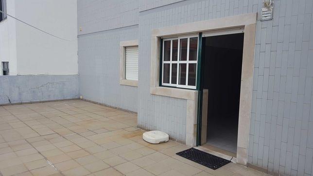 Apartamento T3 -115 m2 - Centro Marinha Grande. Ideal para Investidor