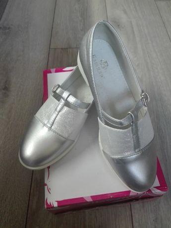 Туфлі дитячі, срібного кольору. Розмір 35, стан нових.
