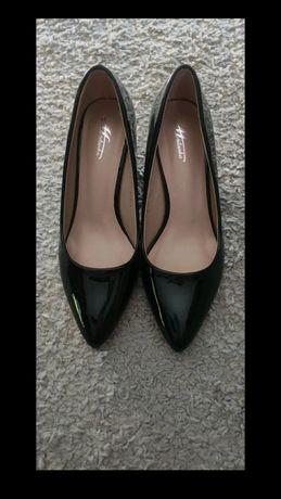 Nowe buty lakierowane
