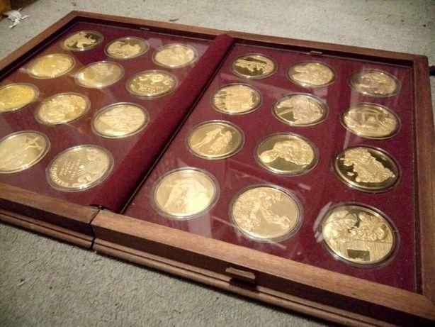 """Colecção de 24 medalhas em ouro da """"vida de Cristo"""""""
