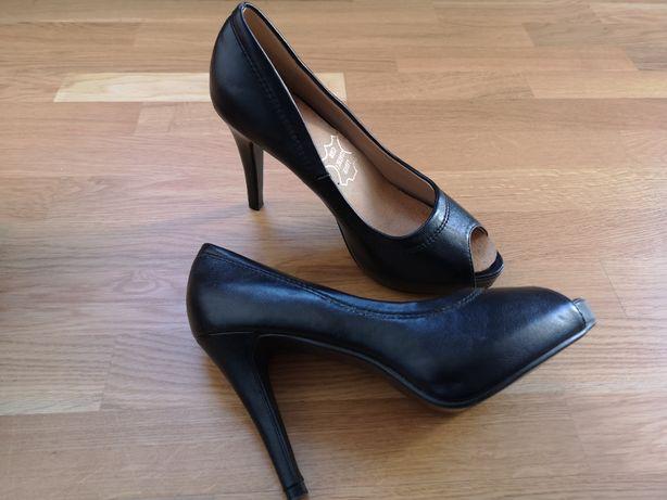 Czarne buty na obcasie, 38