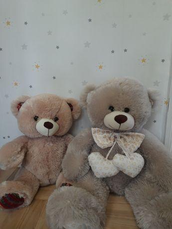 Два плюшевих ведмедика