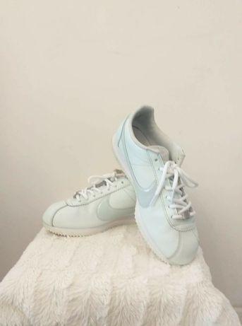 Buty sportowe firmy Nike