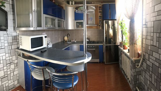 Продам 3-хкомнатную квартиру с мебелью