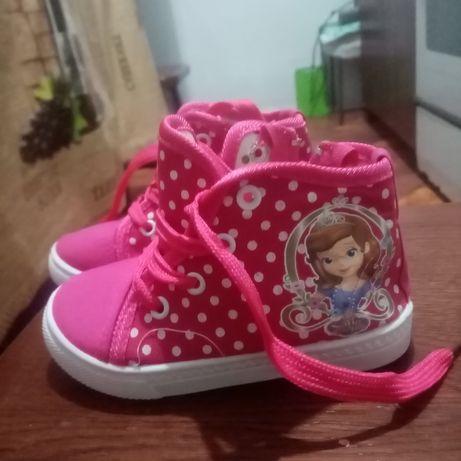Дитяче взуття(на дівчінку)