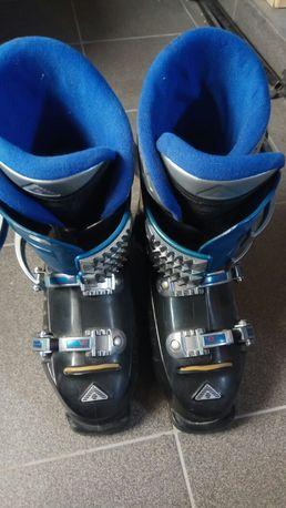 Narty, buty narciarskie i kijki