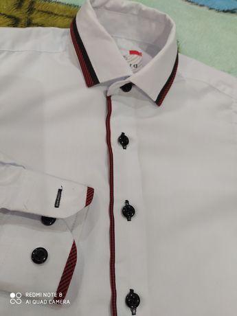 Белая школьная праздничная рубашка на мальчика 6-7 лет