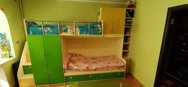 Дитяча меблева стінка з двома ліжками