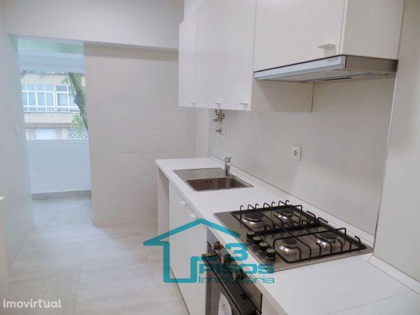 Apartamento T2 (3 assoalhadas) - arrendar junto estação CP de Benfica