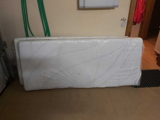 Dwa materace do łóżka piętrowego