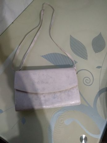 Sprzedam torebkę w kolorze srebrnym