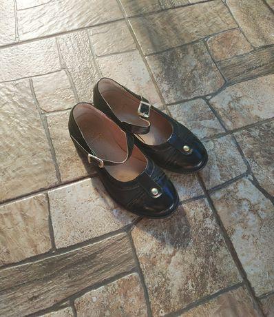 Туфли на девочку кожаные!!!