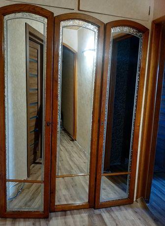 Зеркальные двери на шкаф, дерево