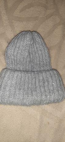 Женская вязаная шапка в отличном состоянии