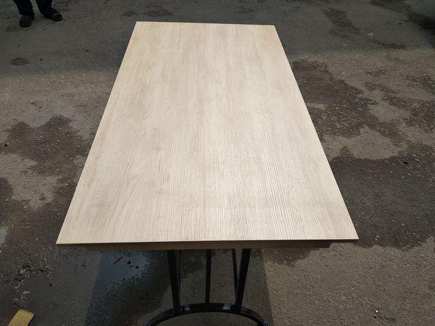 Продам новый стол на железных ножках