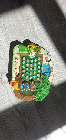 Interaktywna zabawka do nauki słówek po angielsku, oraz alfabetu.