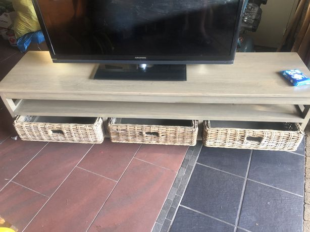 Stolik pod telewizor z 3 koszami dl 180 cm