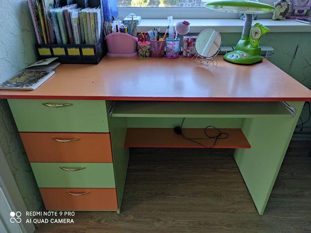 Письмовий стіл дитячий