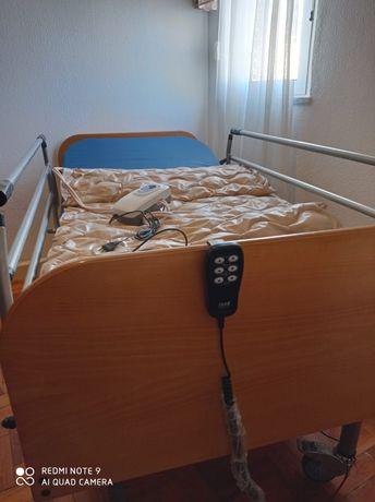 Cama articulada com  colchão em látex e colchão anti escaras