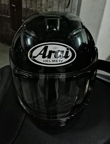 Capacete Arai RX-7RR, tamanho M.