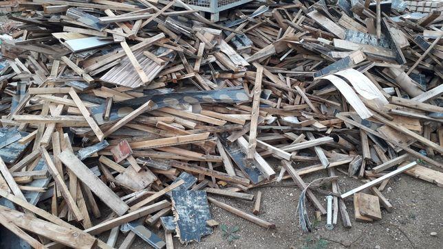 Resztki drewna, łaty