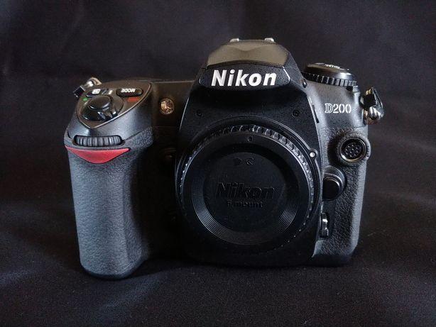 Nikon D200+ родная зарядка + 3 аккумулятора