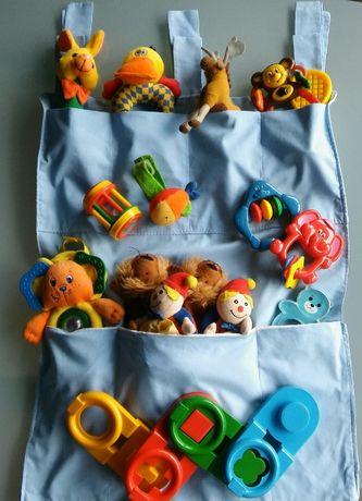Zestaw zabawek dla niemowlaka w organizerze
