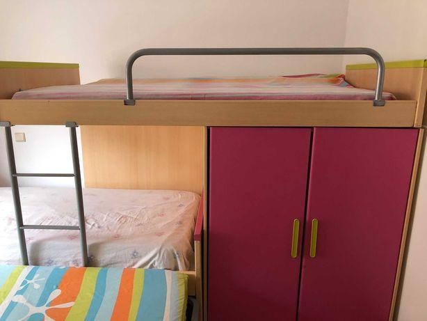 Vendo Treliche de Solteiro com 3 camas com roupeiro embutido.