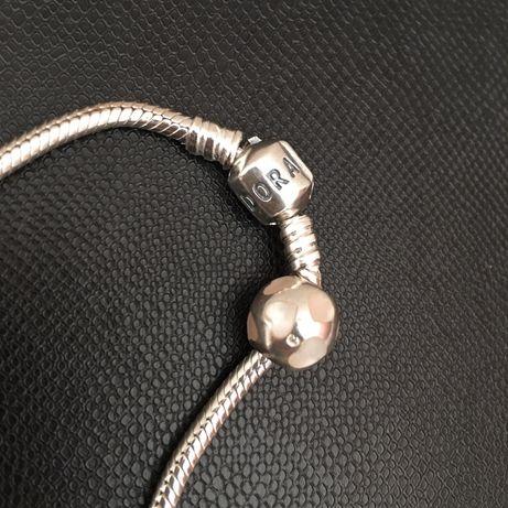 Peças PANDORA originais em prata e murano.