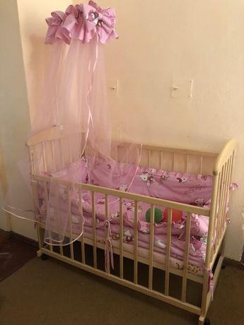 Детская кроватка маятник ,с балдахином и постелькой