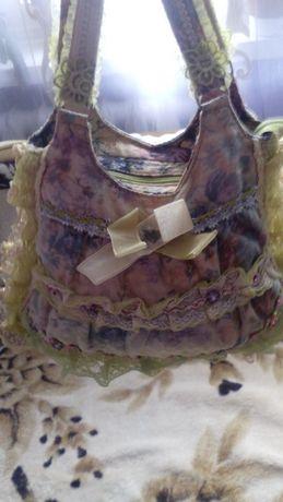 Śliczna torebka ręcznie wyszywana bogato zdobiona