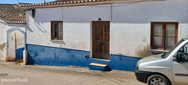 Casa Para Reconstruçâo No Centro Da Vila De Budens