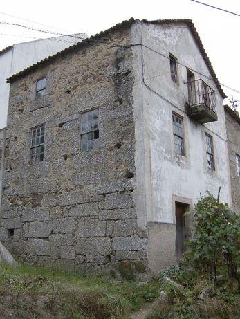 Casa para recuperar perto de praia fluvial a 30 km da Serra da Estrela