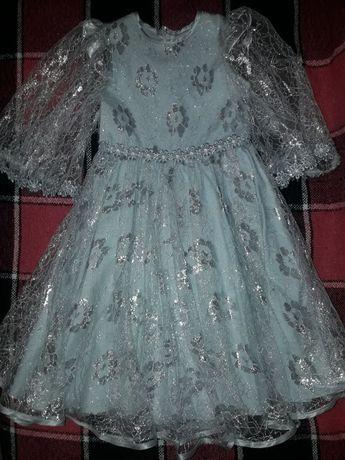 Нарядное платье, новогодний костюм на утренник на 4-5 лет.