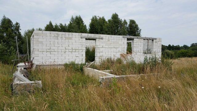Недобудований дім, земельна ділянка