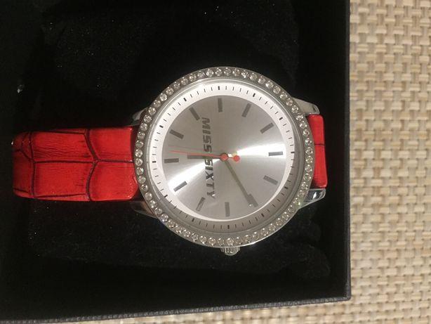 Продам часы наручные женские MISS SIXTY