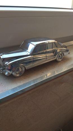 Rolls-Royce Stara,masywna skarbonka.