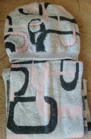 Продам зимний комплект Шапка- шарф