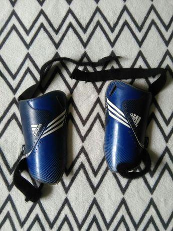 Ochraniacze piszczele nagolenniki chlopca rozmiar S Adidas pilke nozna