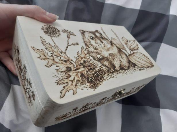 Szkatułka drewniana wypalanka szczur chomik świnką morską królik kot
