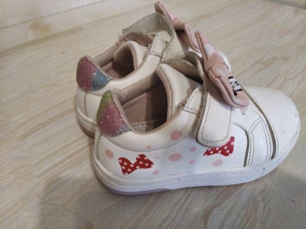 Взуття для дівчинки, кросівочки, туфлі