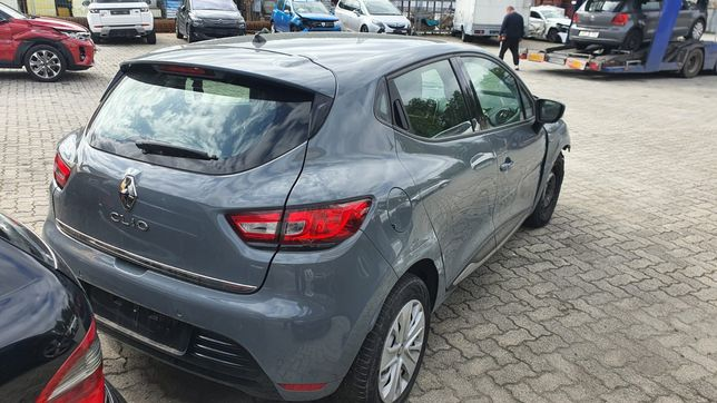 Zderzak tył Renault Clio lV rok.2019
