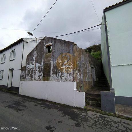 Moradia para Restaurar T2 Venda em Feteiras,Ponta Delgada