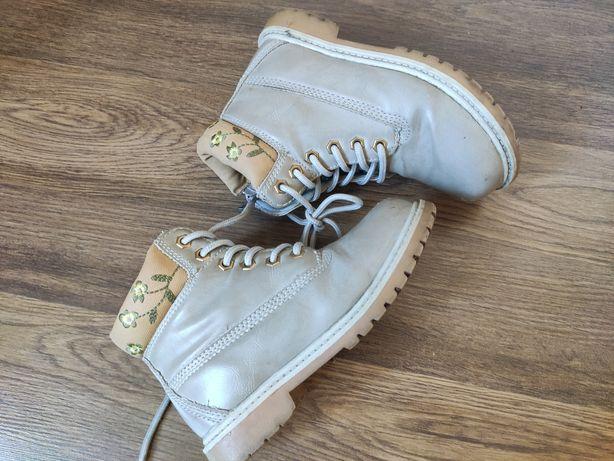 Кожаные ботинки на устойчивом каблуку